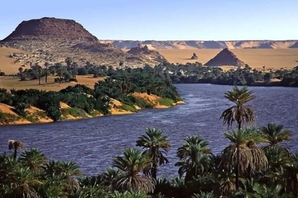 Um dos lagos de Ounianga